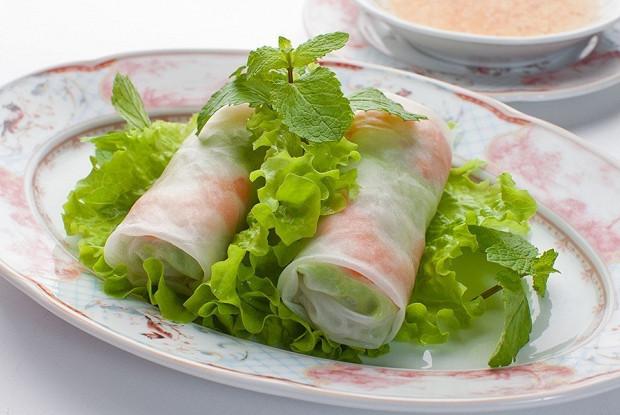 Вьетнамские холодные весенние роллы с креветками, курицей и рисовой лапшой