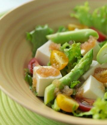 Салат со спаржей, ветчиной и майонезом