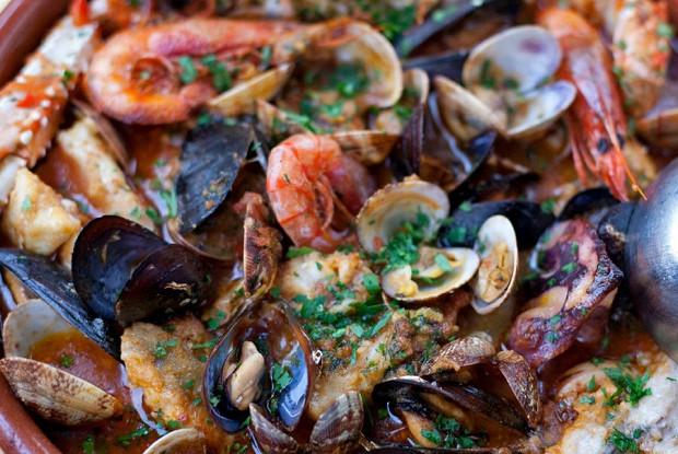 Сарсуэла из рыбы и морепродуктов