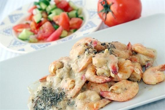 Салат из креветок с сыром и яблоками