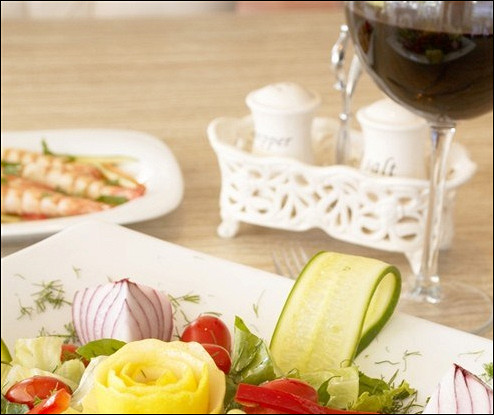 Салат с креветками и луком-шалот