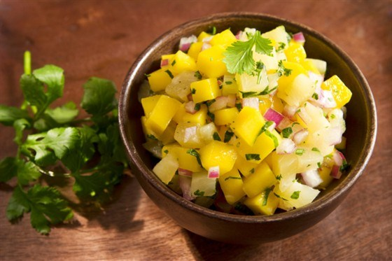 Салат из ананасов с чесноком