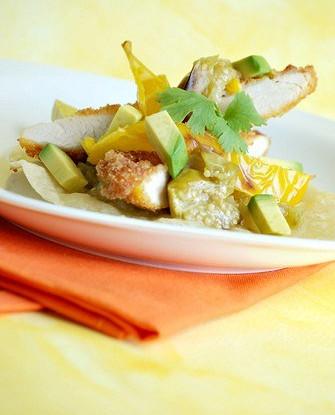 Маринованные куриные грудки в соке лайма и кинзе на гриле с сальсой из авокадо