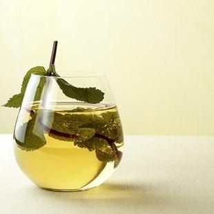 Тонизирующий коктейль из шампанского с чаем