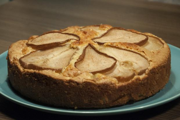 Грушевый пирог с миндалем