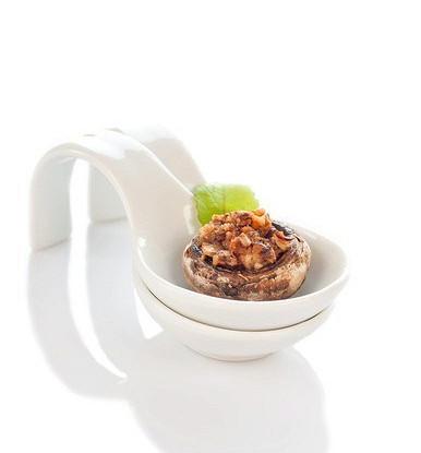 Грибы, фаршированные крабовым мясом, пармезаном и белым луком