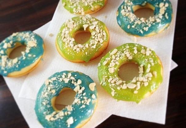 как приготовить пончики с клубной глащурью