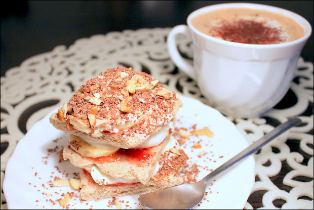 Творожный десерт с хлебцами