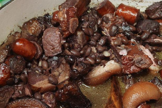 Черные бобы со свининой