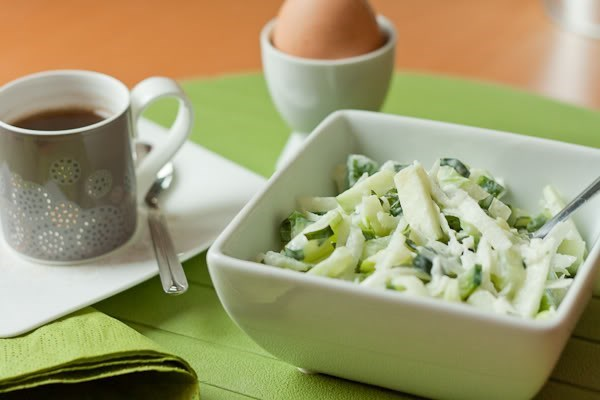 Салат из кольраби с огурцом