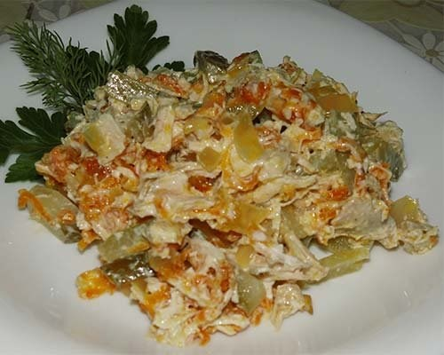 Салат обжорка с курицей