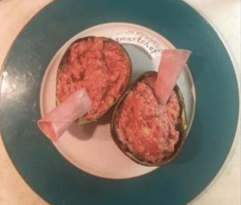 Авокадо со свеклой и куриным филе