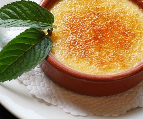 Крем-брюле с карамелью и лимонной цедрой