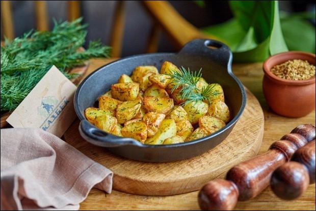 Молодой картофель с укропом