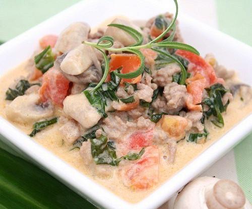 Мясной салат с грибами и орехами «Бамии»