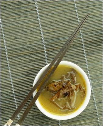 Суп мисо с жареными баклажанами и грибами