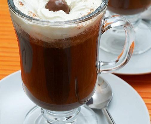 Горячий шоколад с ванилью и темным шоколадом