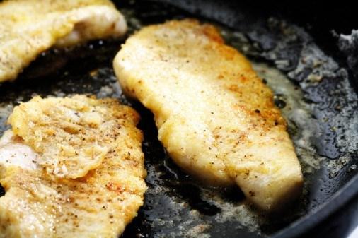 Рыбное филе, тушенное с баклажанами