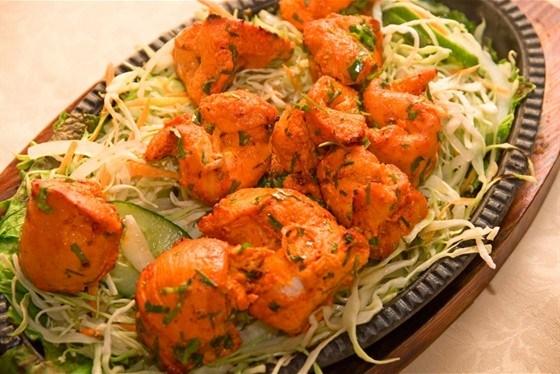 Курица по-тайски в соусе с кинзой
