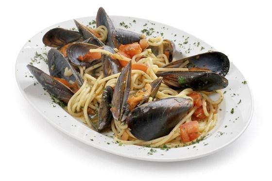 Спагетти с морепродуктами и петрушкой