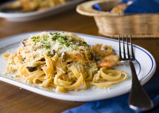 Тальятелле с сыром Горгонзола и обжаренными грецкими орехами