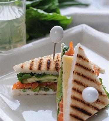 Клаб-сэндвич с сыром и рыбой