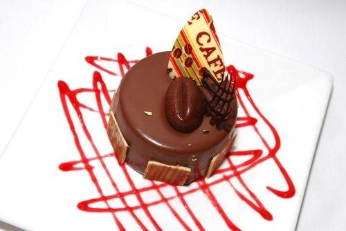 Шоколадно-кофейные пирожные в глазури
