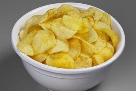 Картофельные чипсы по-домашнему со сметаной