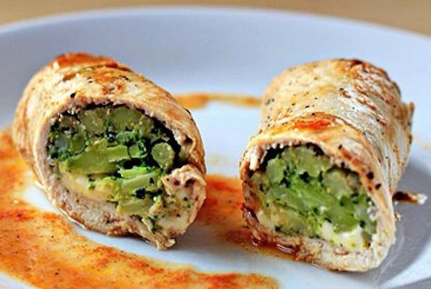 Куриные рулеты с сыром и броколли