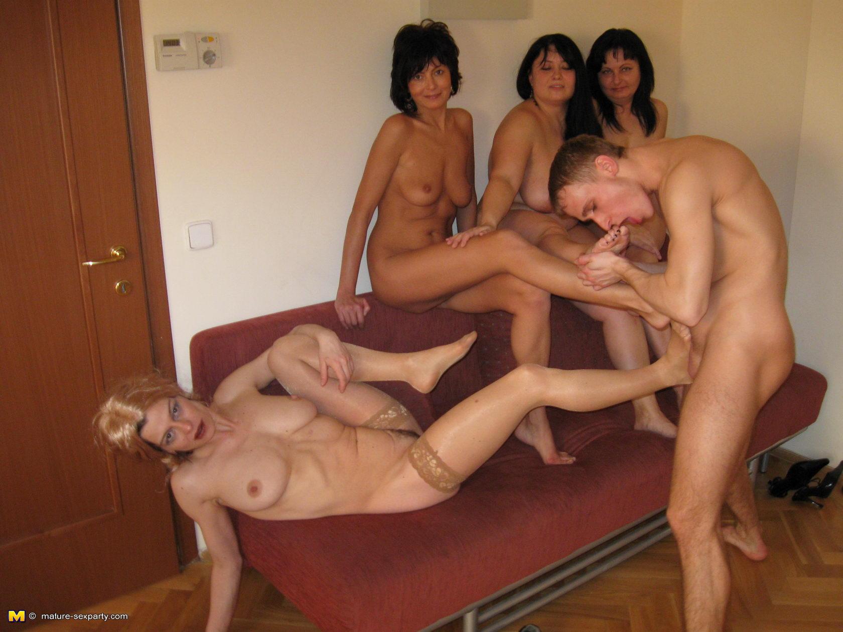 вечеринка зрелых онлайн порно мамочек